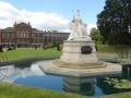 Памятник Виктории и Кенсингтонский дворец