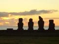 Моаи на закате